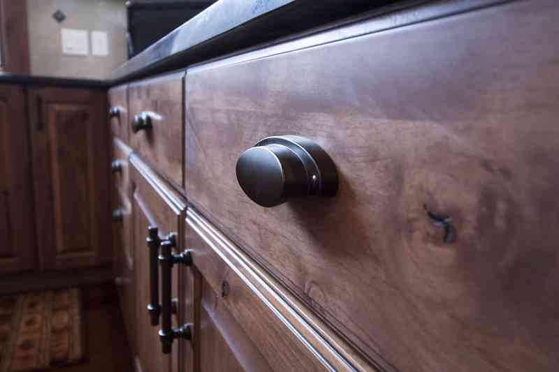 Oil-rubbed bronze cabinet pulls.