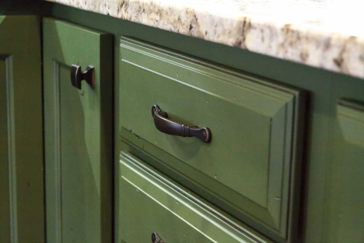 The green cabinets came with rustic details.