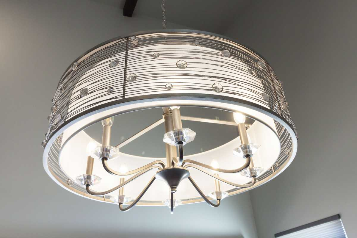 The gorgeous dining table chandelier.