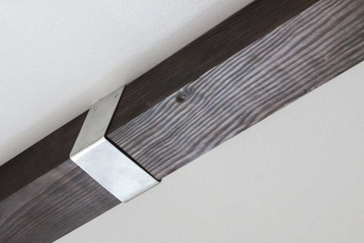 These ceiling timbers are decorated with silver accent brackets.